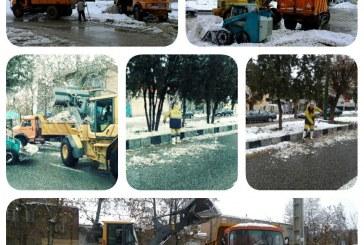 برفهای دپو شده به خارج شهر منتقل میشود / ۲ هزار تن برف از شهر خارج شد